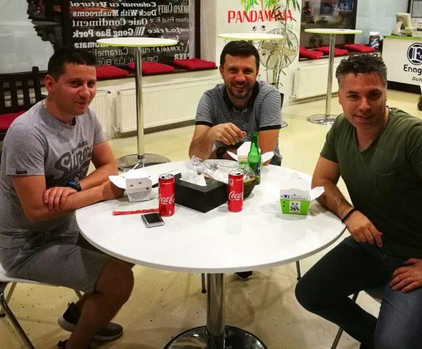 Seara si pauza intre prieteni cu Spyn Alex si Laurentiu Macelaroiu la cel mai bun restaurant chinezesc www.pandamania.eu…back probe live pentru www.duxradio.ro!